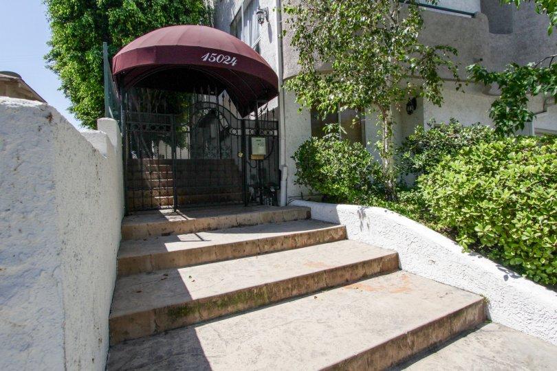 The entrance into Moorpark Vista