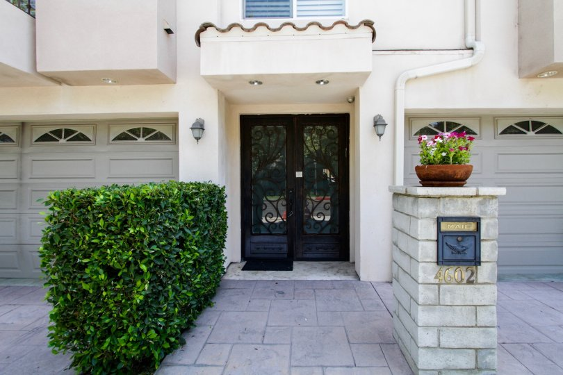 The doors into Norwich Townhomes in Sherman Oaks