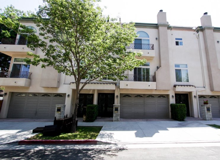 The Norwich Townhomes building in Sherman Oaks
