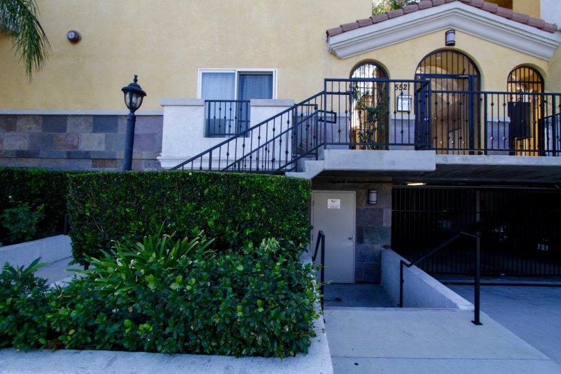The entrance into Placita De Oro in Sherman Oaks
