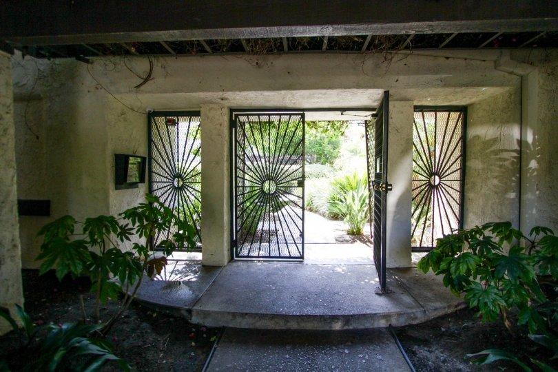 The entrance into Sherman Oaks Courtyard