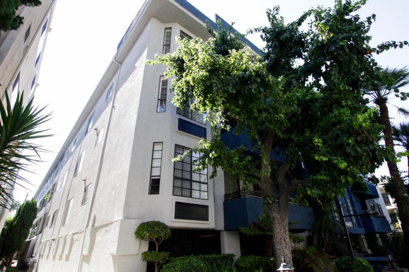The Oaksher Building in Sherman Oaks