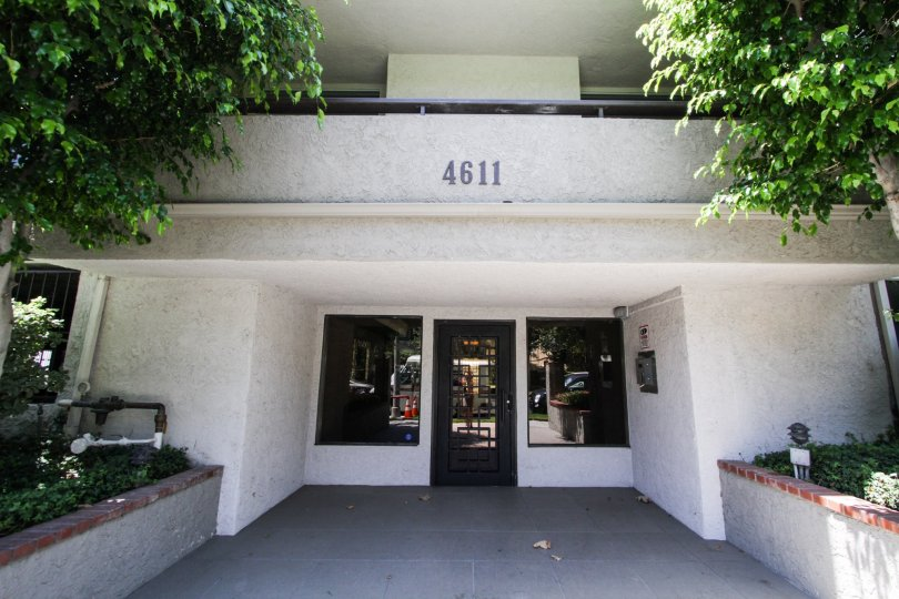 The entrance into Vista Del Monte Condominiums in Sherman Oaks