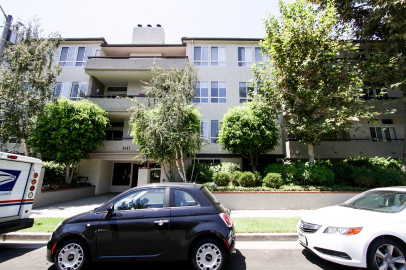 The Vista Del Monte Condominiums building in Sherman Oaks