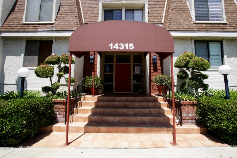The entrance into the Wilshire Manor in Sherman Oaks