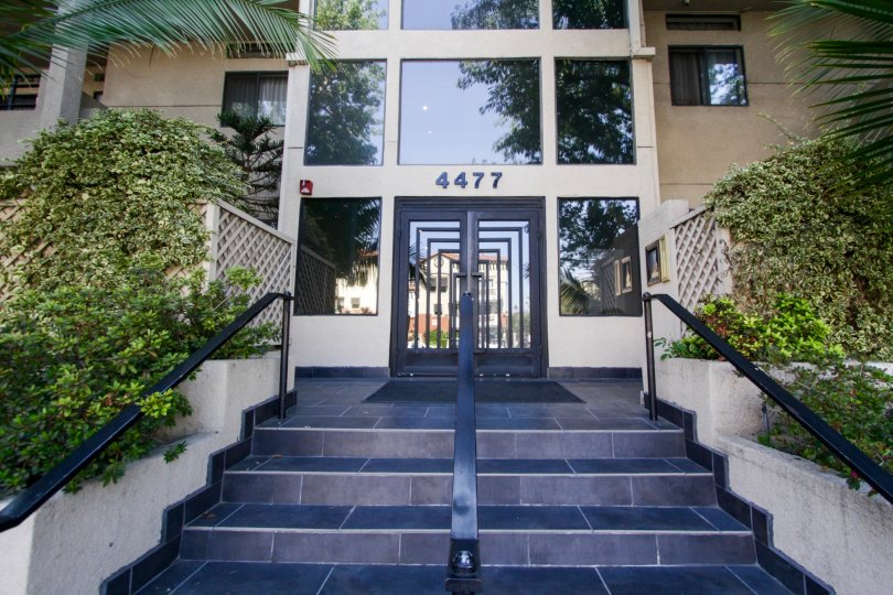 The entrance into Woodman Villas in Sherman Oaks