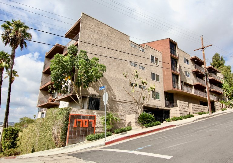 The street view of Silver View Terrace in Silver Lake, California