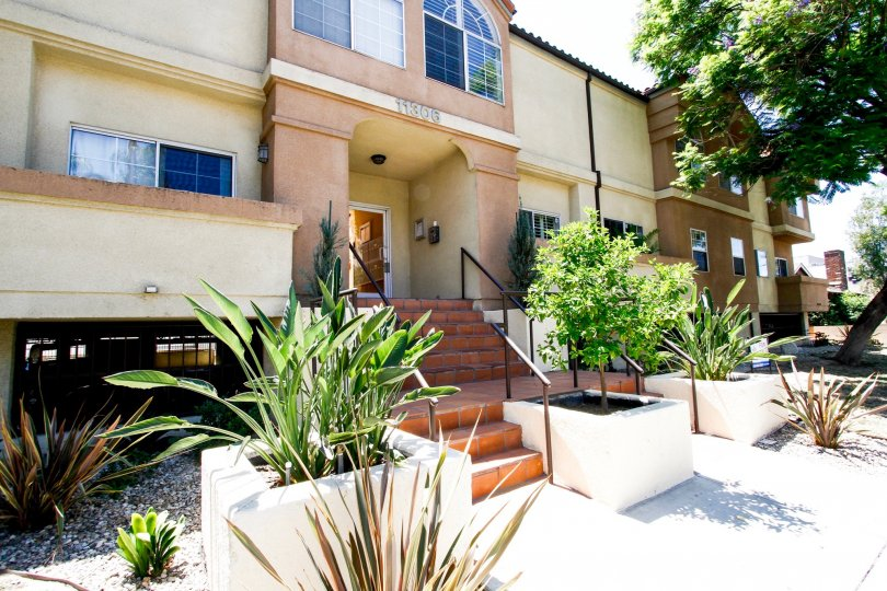 The entryway into 11306 Moorpark in Studio City