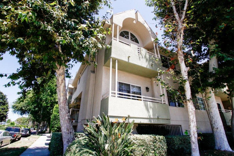 The balconies seen at 11485 Moorpark St in Studio City