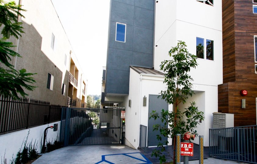 The parking for 11912 Laurelwood Dr in Studio City