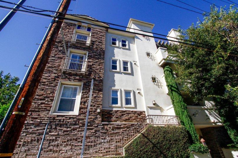 The windows at 4202 Whitsett Ave in Studio City