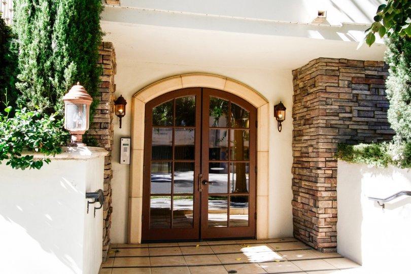 The doors into 4202 Whitsett Ave in Studio City