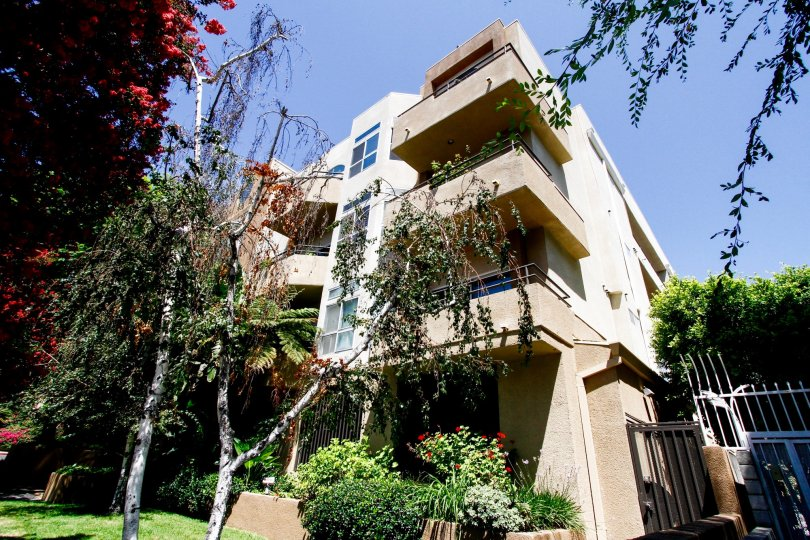 The balconies at 4230 Colfax Ave in Studio City