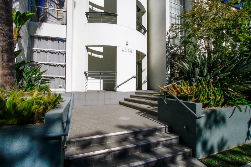 The entrance into 4326 Babcock Ave in Studio City