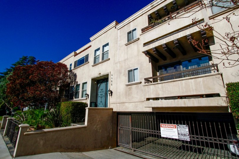 The balconies at 4466 Coldwater Canyon Ave