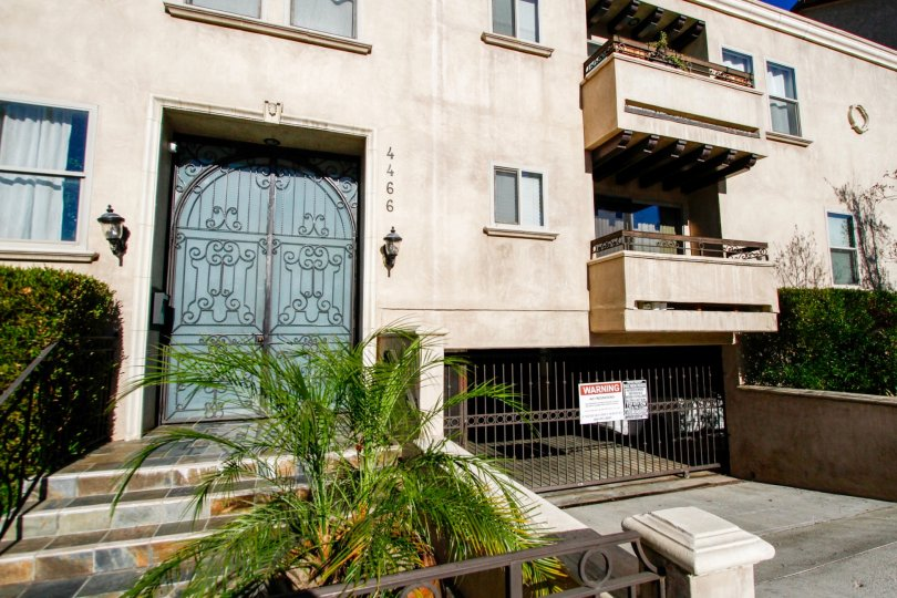 The parking for 4466 Coldwater Canyon Ave in Studio City