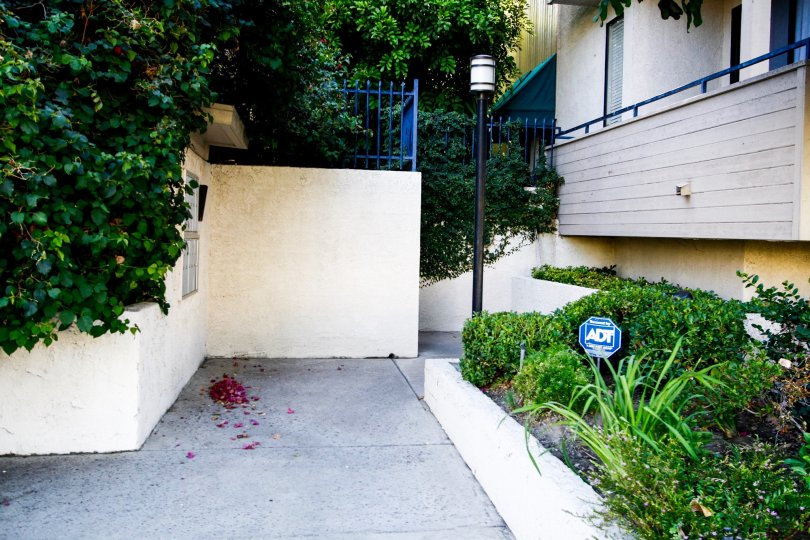 The walkway up to 4515 Coldwater Canyon Ave