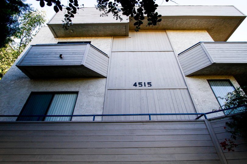 The address written on the buildilng at 4515 Coldwater Canyon Ave in Studio City