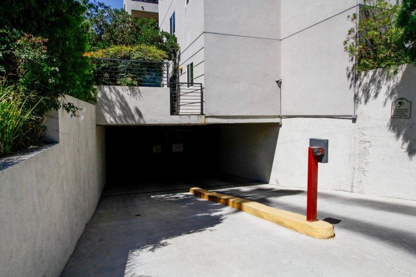 The parking in Acama Villas in Studio City