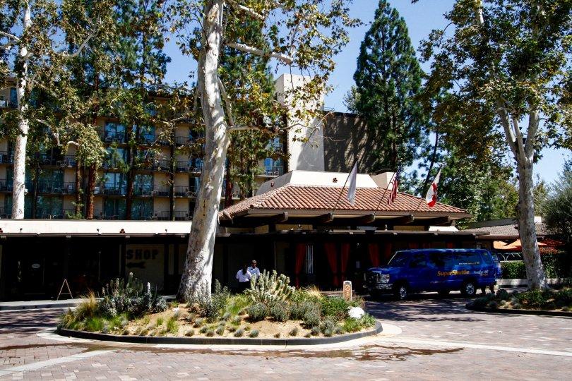 The drive around Casa De Oro