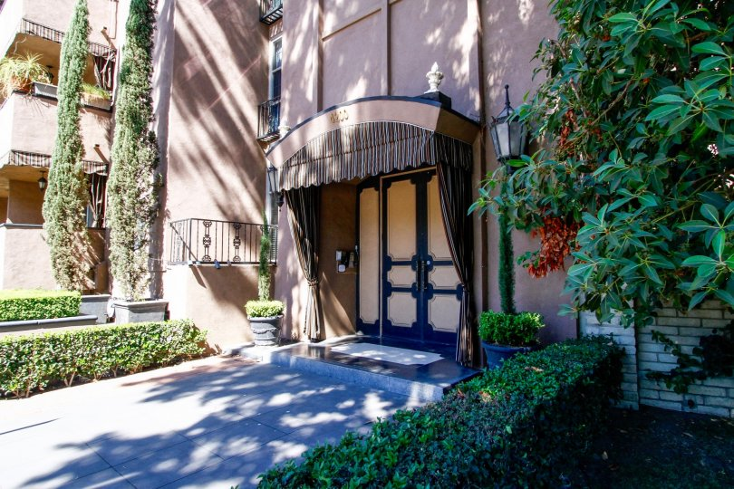 The entrance into Chauteau Laurelle in Studio City