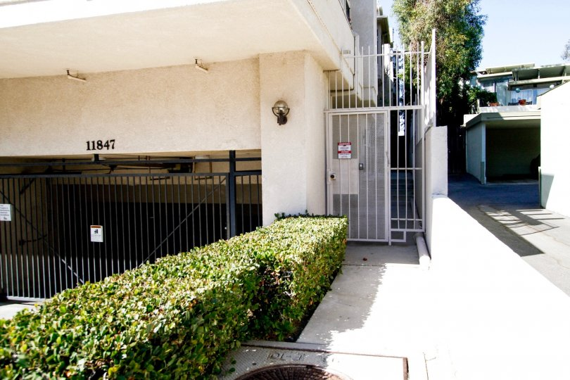 The side entrance into Laurelwood Condos in Studio City