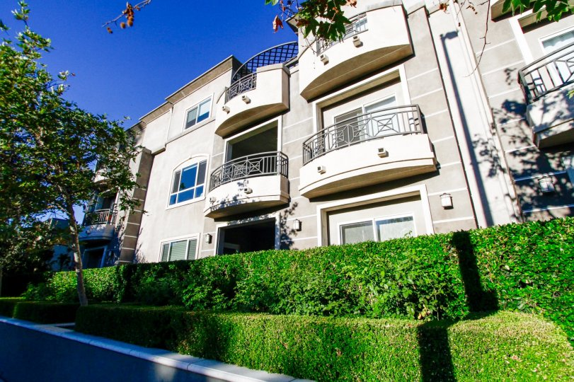 The balconies that are seen around the Lumiere in Studio City