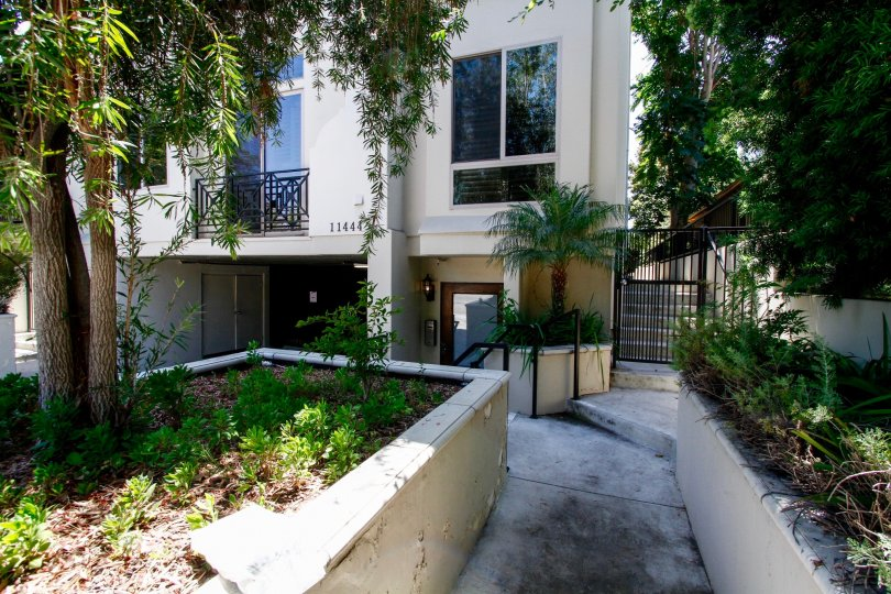 The entryway at Moorpark Townhomes in Studio City