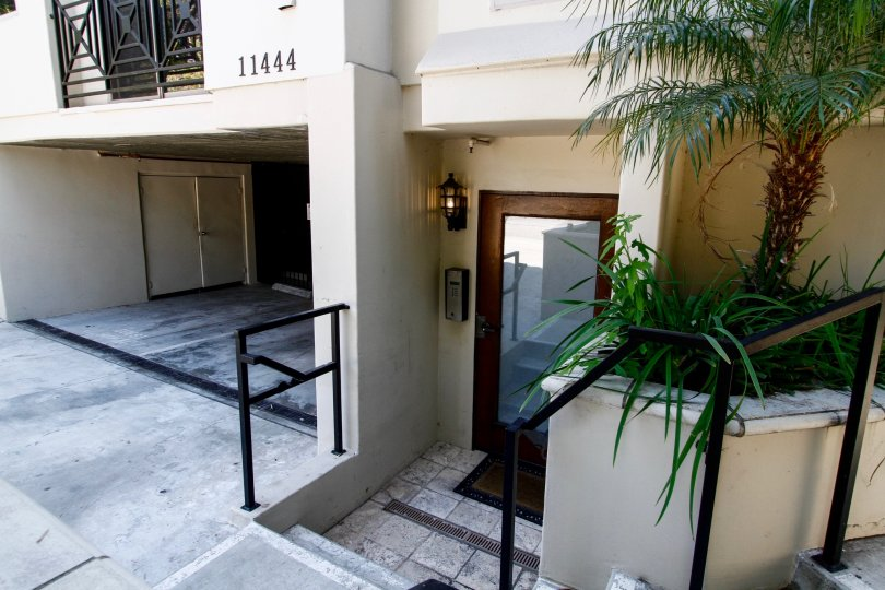 The entrance into Moorpark Townhomes in Studio City