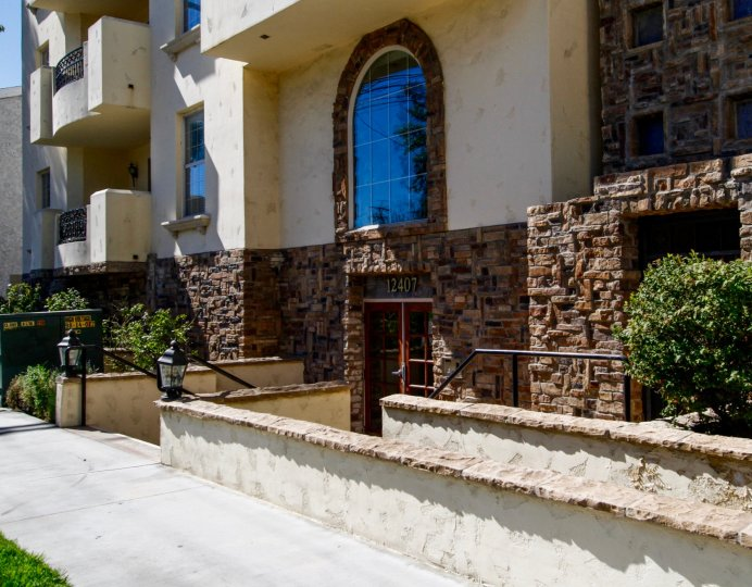 The entrance into Moorpark Villas in Studio City