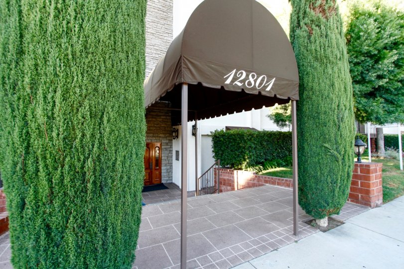 The entrance into Parkside Condominiums in Studio City