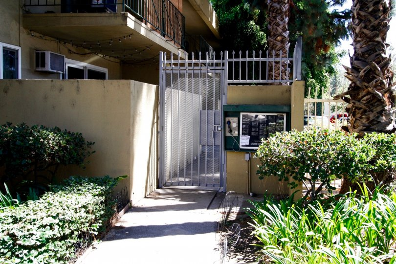 The side entrance into Studio City Villas in Studio City