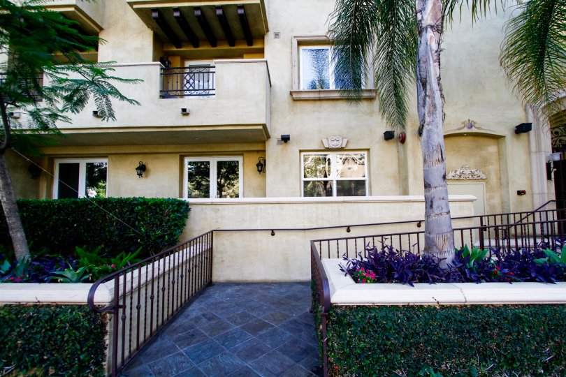 The entryway up to Studio Villas South in Studio City