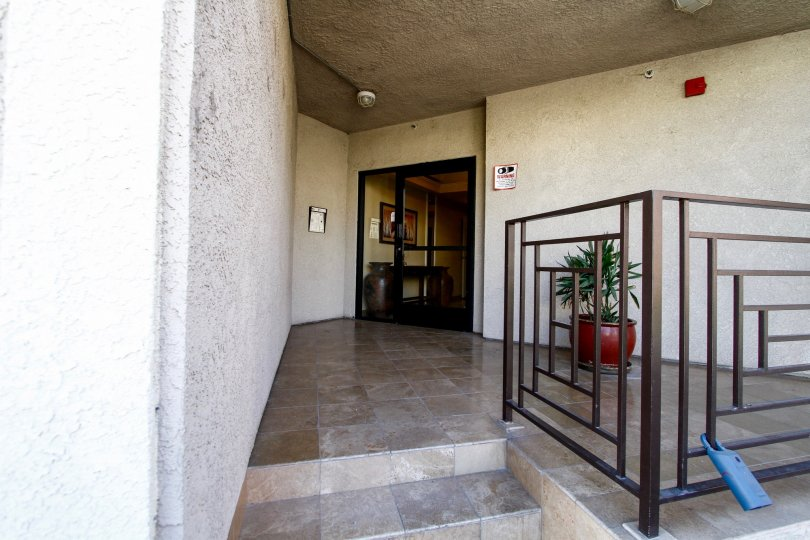 The entrance into Studio Vista Living in Studio City