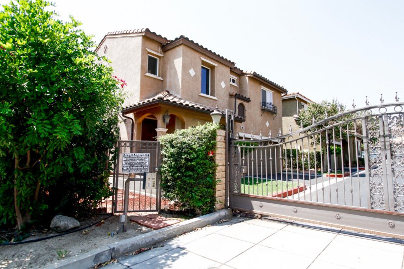 The building at 29 Mountain View in Sylmar California