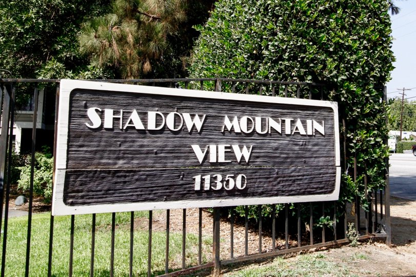 The welcoming sign into Shadow Mountain View