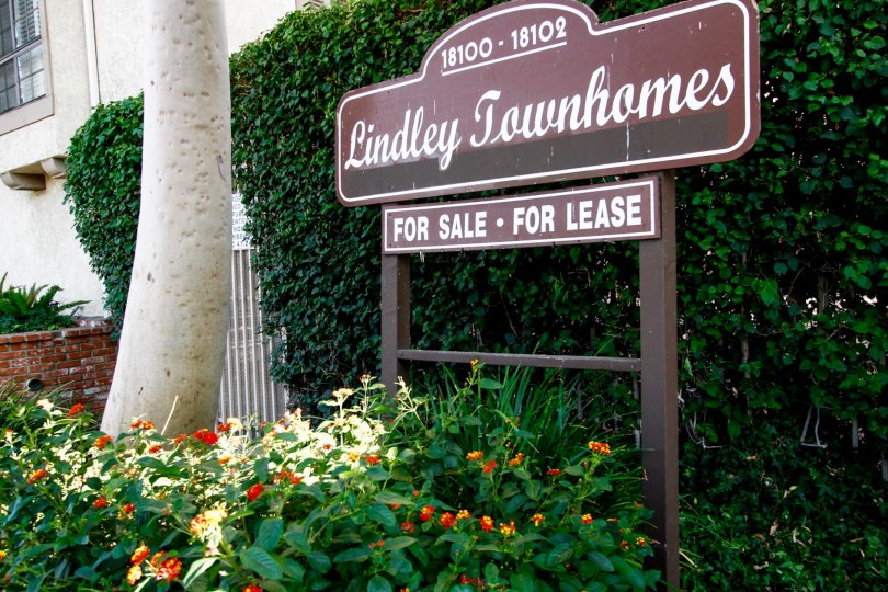 The welcoming sign into Lindley Townhomes