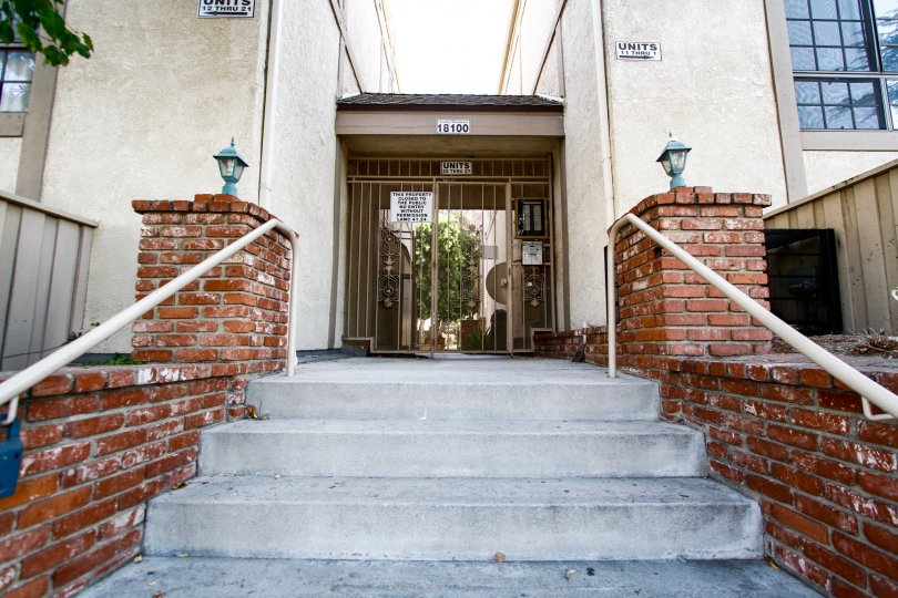 The entrance into Lindley Townhomes in CA California