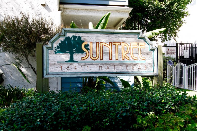 The welcoming sign into Suntree located in CA California
