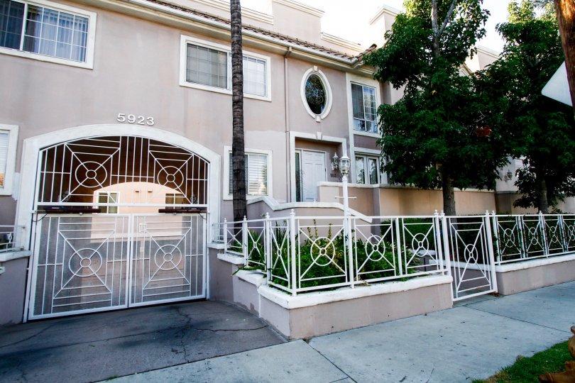 The entrance into Villa Monet
