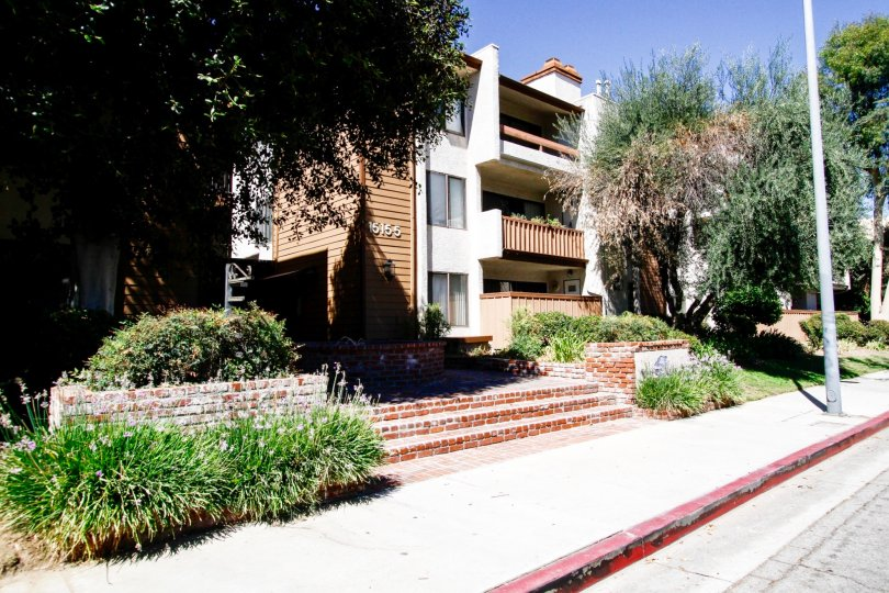 The stairs leading up to the entrance of Valley Oaks II in Van Nuys