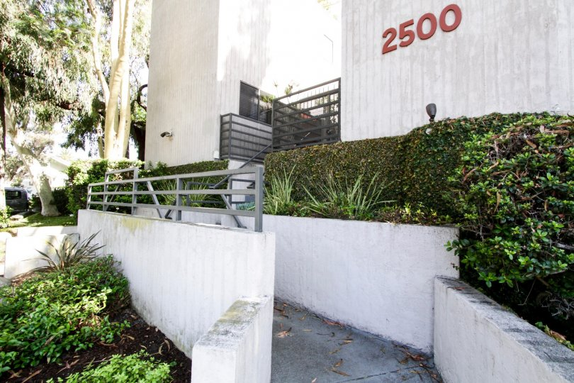 The ramp up to 2500 Abbot Kinney