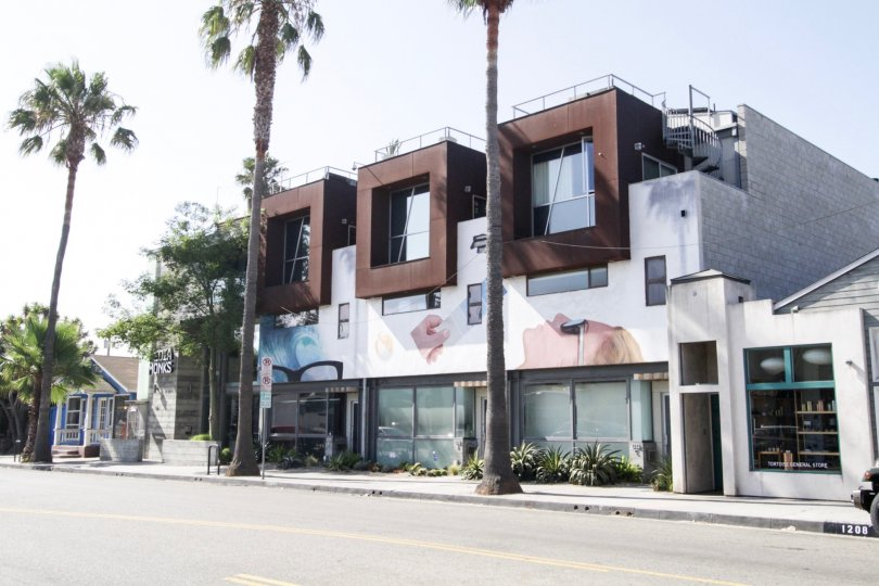 The building as 1212 Abbot Kinney in Venice