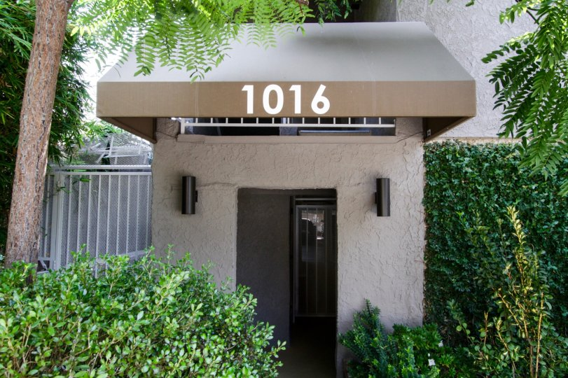 The address that is seen at the entrance into 1016 Hancock Avenue in West Hollywood
