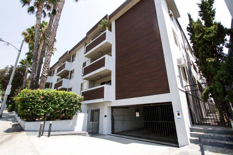 The parking entrance for 1124 N La Cienega