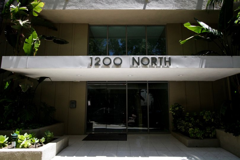 The address of 1200 N Flores on the building