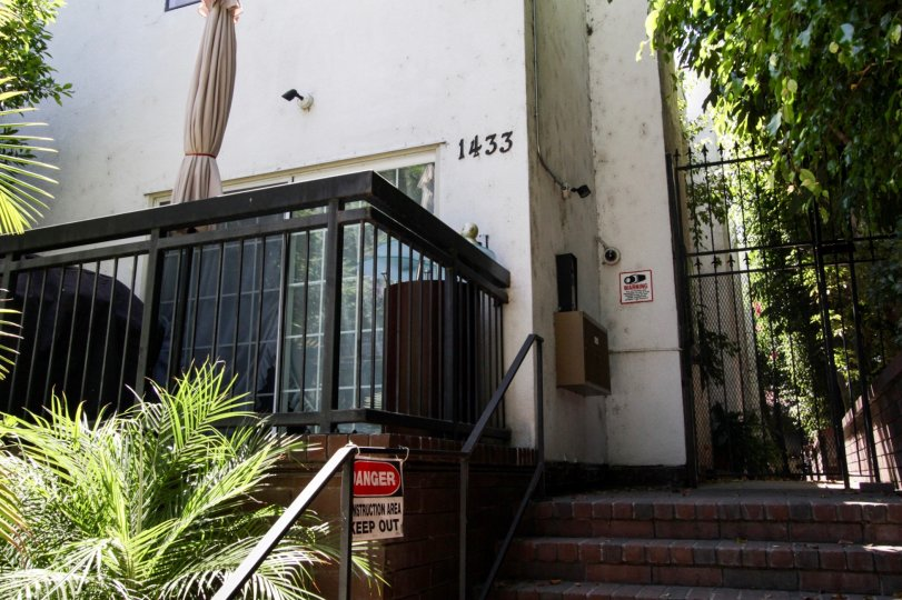 The address to 1433 N Harper written at the entrance in West Hollywood