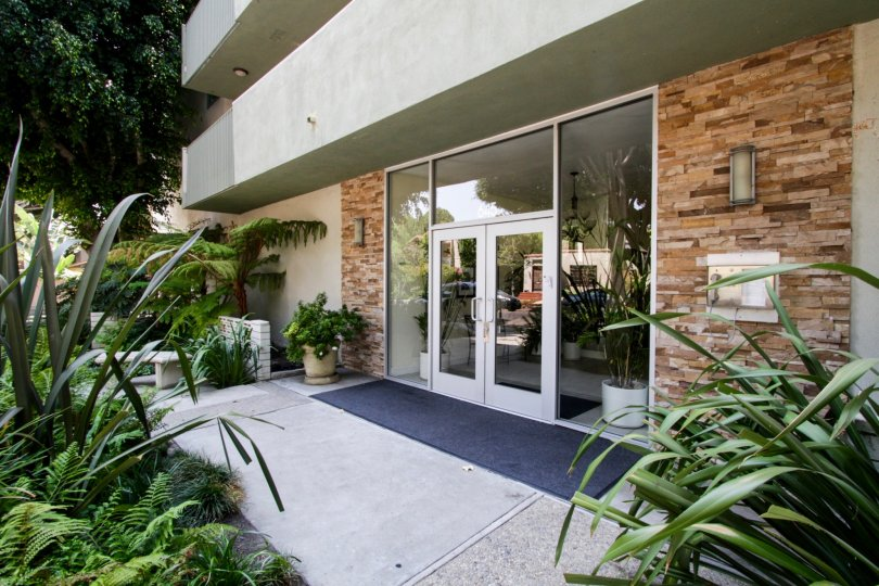 The entrance into 645 Westmount in West Hollywood