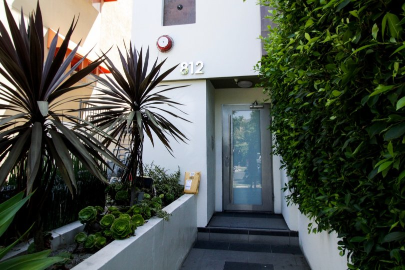 The entrance into 812 N Croft in West Hollywood