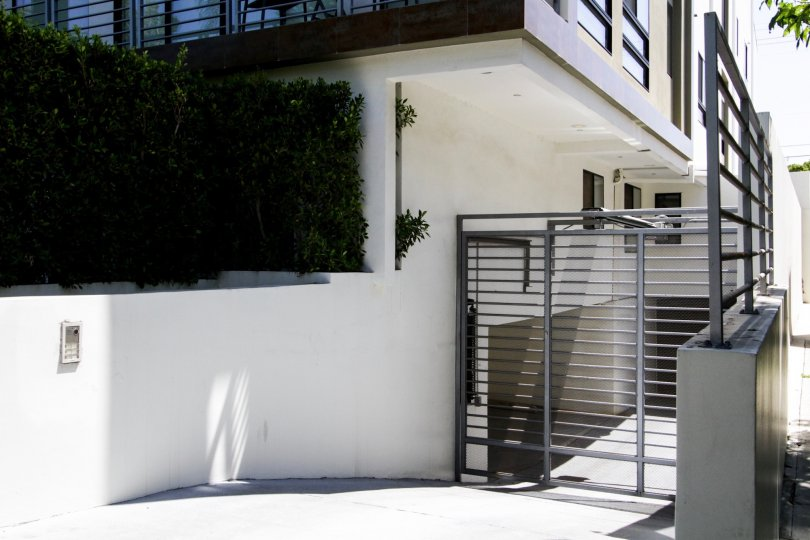 The parking at 812 N Croft in West Hollywood